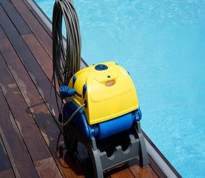 What Is An Automatic Pool Cleaner?